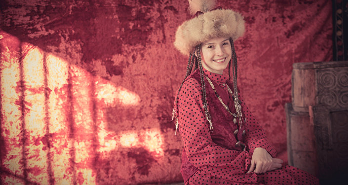 Колумнист Екатерина Михайлова в национальной одежде