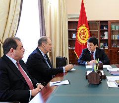 Премьер Кыргызстана Темир Сариев и посол России в КР Андрей Крутько