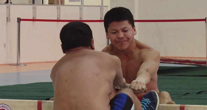 Кыргызстанцы были непобедимы на открытом чемпионате КР по таяк-тартышу