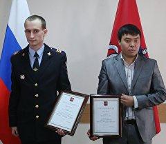 Артём Королюк (слева) и Марат Исаев, награжденные мэром Москвы Сергеем Собяниным за спасение женщины
