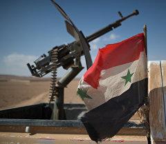 Флаг Сирии на автомобиле с пулеметом. Архивное фото
