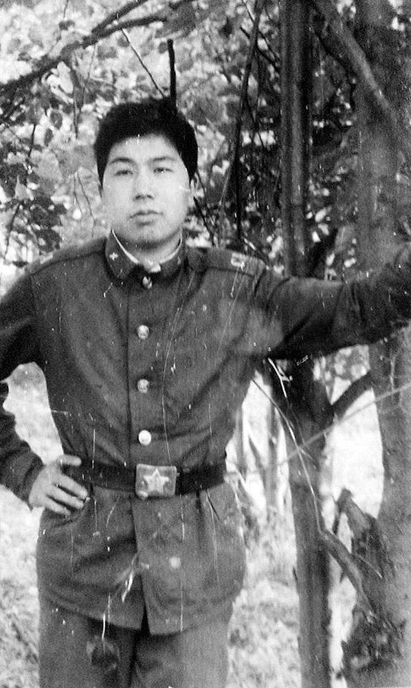 Ашпозчу жана публицист Данияр Деркембаев 1987-1989-жылдары Ряжск шаарында аскердик кызмат өтөгөн. Ал учак-тренажердук комплексинин авиациялык жабдуусунун техниги болгон.