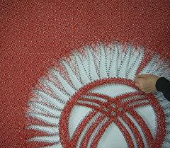Государственный флаг КР из ниток. Архивное фото