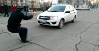 Житель Жамбылской области передвигает ушами автомобиль