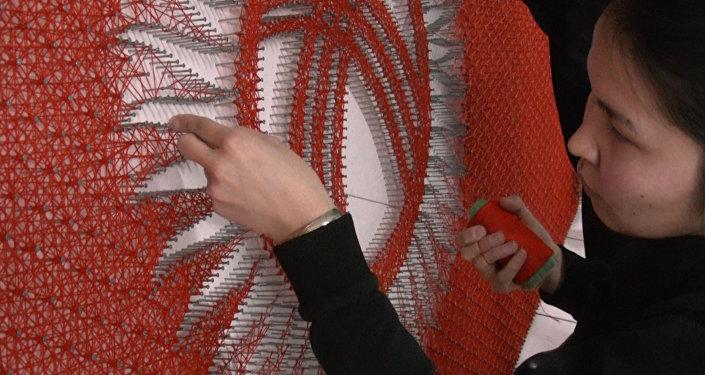 Өжөр студенттер 13,5 миң мыктан жана 20 чакырым жиптен желек жасашты