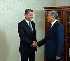 Президент Алмазбек Атамбаев Евразия экономика комиссиясынын коллегия төрагасы Тигран Саркисянды кабыл алды.