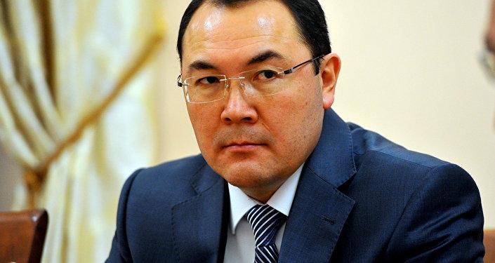 Өкмөт аппаратынын башчысы Нурханбек Момуналиевдин архивдик сүрөтү