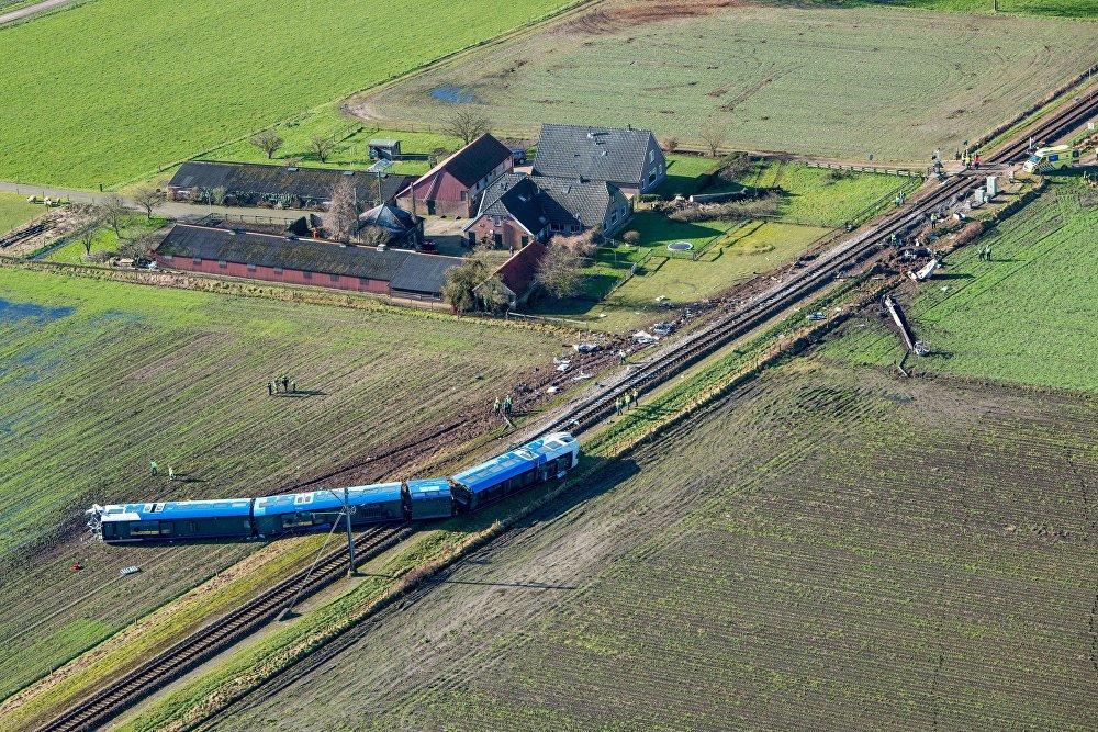 Cтолкновение пассажирского поезда с краном в Нидерландах