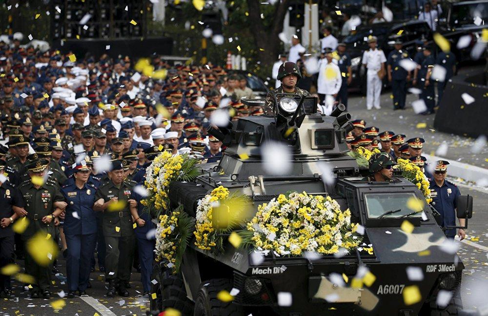 Годовщина филиппинской желтой революции в Маниле