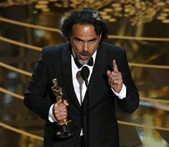 Режиссер Алехандро Гонсалесом Иньярриту на церемонии вручения награды киноакадемии США Оскар.