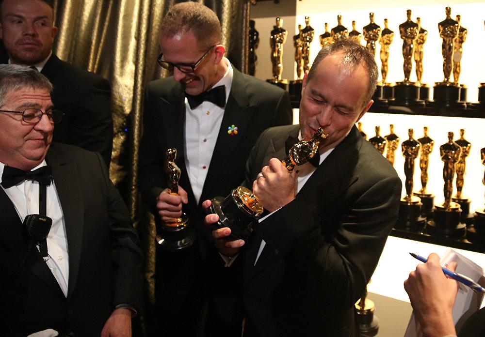 В категории полнометражный мультфильм награду киноакадемии завоевала картина студии Pixar Головоломка