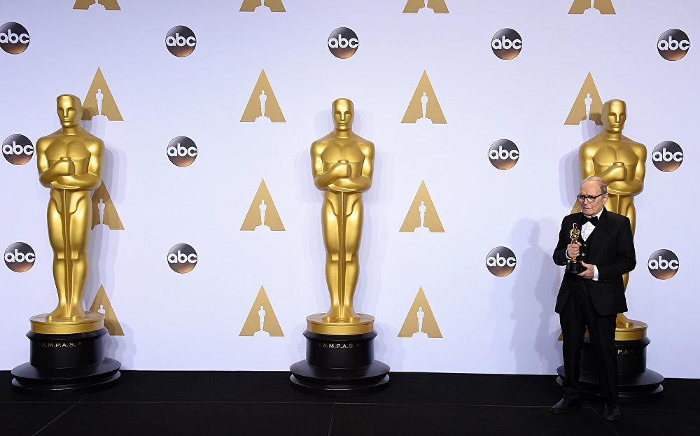 Итальянский композитор Эннио Морриконе удостоен награды киноакадемии США Оскар за музыку к фильму Квентина Тарантино Омерзительная восьмерка