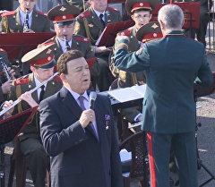 Иосиф Кобзон спел для военных ВКС РФ на авиабазе Хмеймим в Латакии