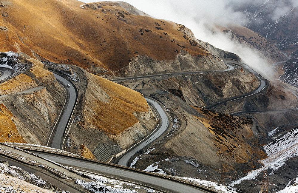 Кызыл-Арт (4280 метр бийиктикте)