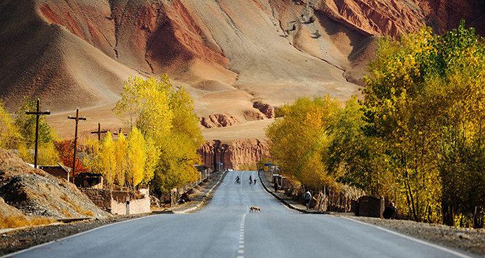 Памирский тракт, автодорога, соединяющая Ош с таджикским Хорогом
