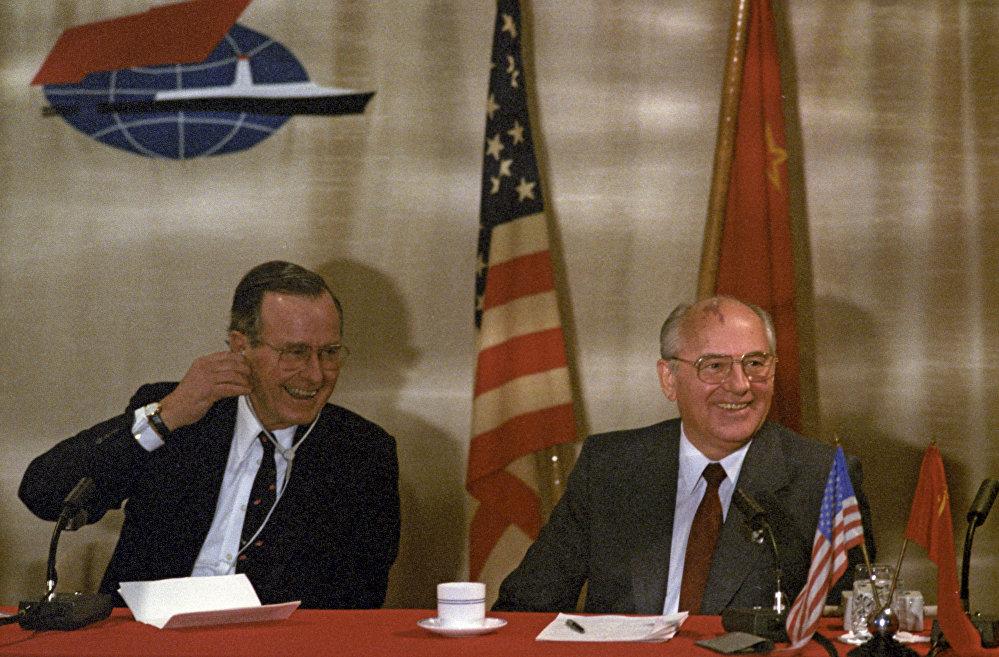 Горбачевдун башкаруу мезгилин кансыз согуштун аякташы менен байланыштырышат