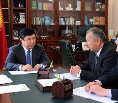 Премьер-министр Темир Сариев өзгөчө кырдаалдар министри Кубатбек Бороновду кабыл алуу учурунда.