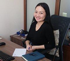 putnik Кыргызстан маалымат агенттиги маалымат агенттиги жана радиосунда кабарчы Айида Батырбекова. Архив