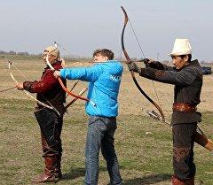Россиялык ТВ Кыргызстанда өтө турган Көчмөндөр оюндары тууралуу сюжет даярдоодо