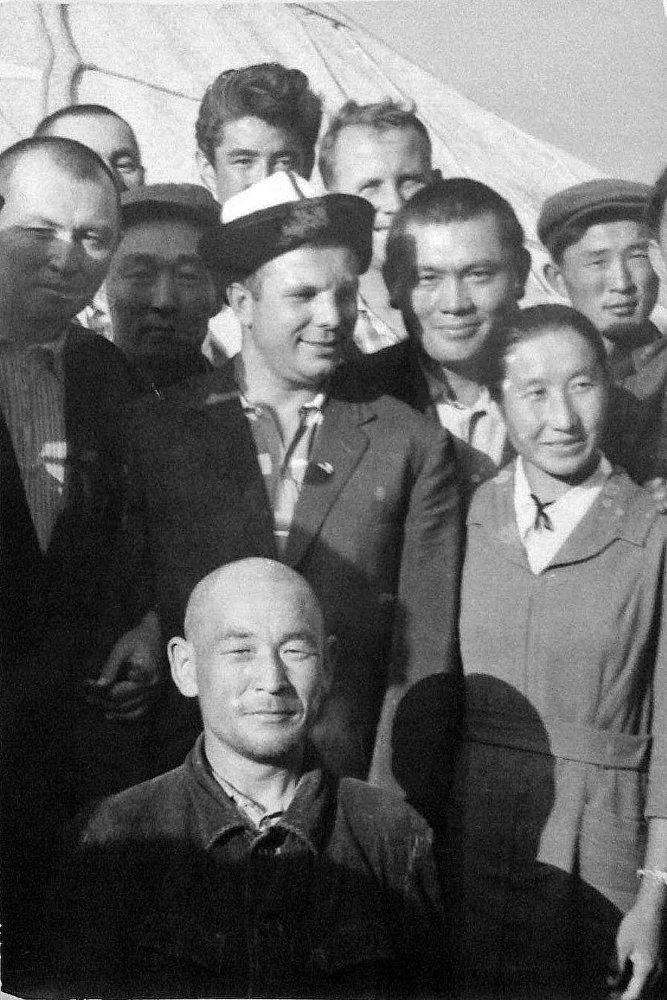 Советтик Кыргызстанга адамзаттын тарыхында биринчи жолу космоско учкан Юрий Гагарин 1964-жылы Түркестан аскер округунун чакыруусу менен келген
