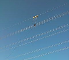 Сузакта электр зымына илинип калган парашютчу