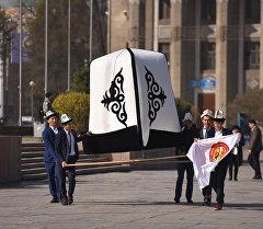 Кыргызстанда жасалган үч метрлик ак калпактын архивдик сүрөтү