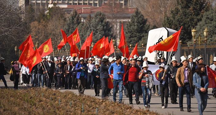Праздничное шествие ко Дню празднования национального головного убора ак калпака в Бишкеке