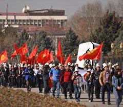 Бишкектеги жаштардын калпак күнүнө карата жөө жүрүшү