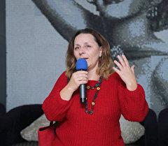 Филолог и создатель клуба Открывашка Элеонора Прояева