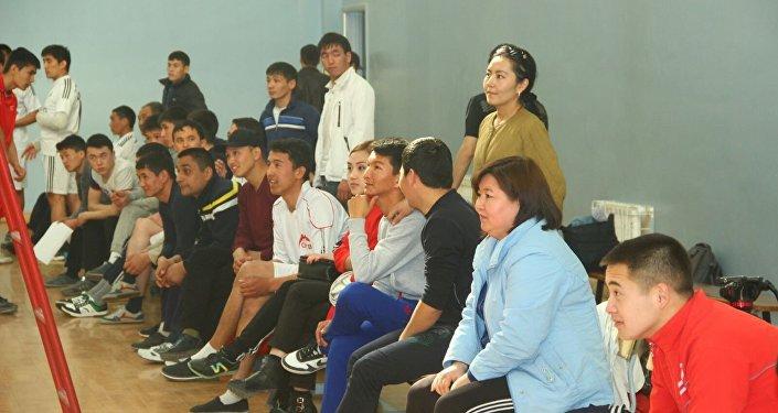 Зрители отметили хорошую физическую подготовку игроков администрации города.