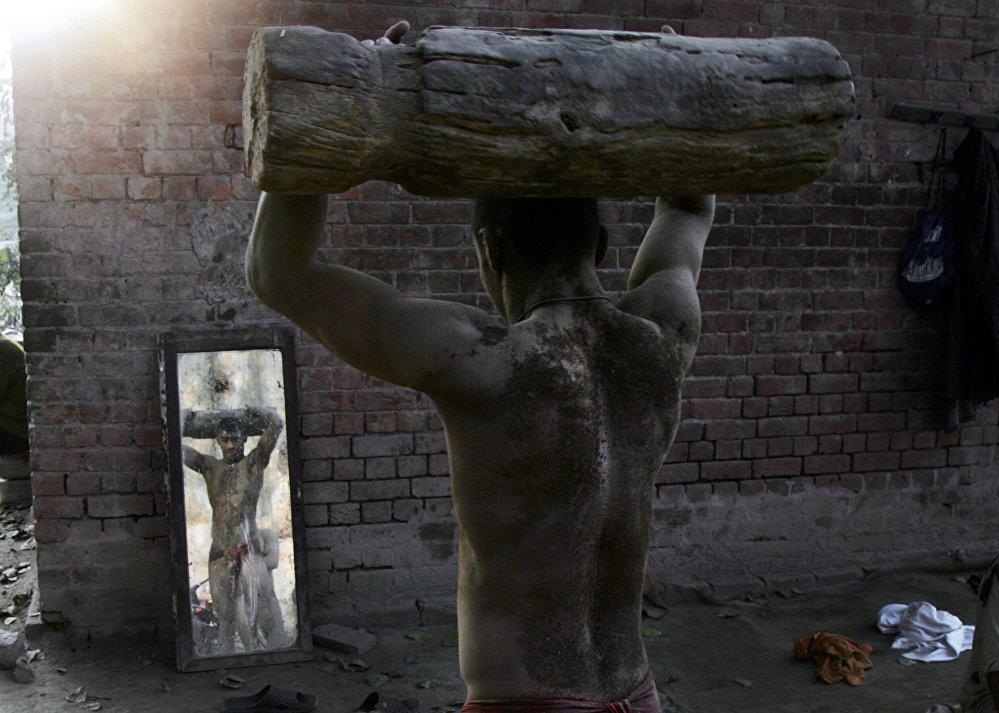 Тренировка борцов кушти в Пакистане