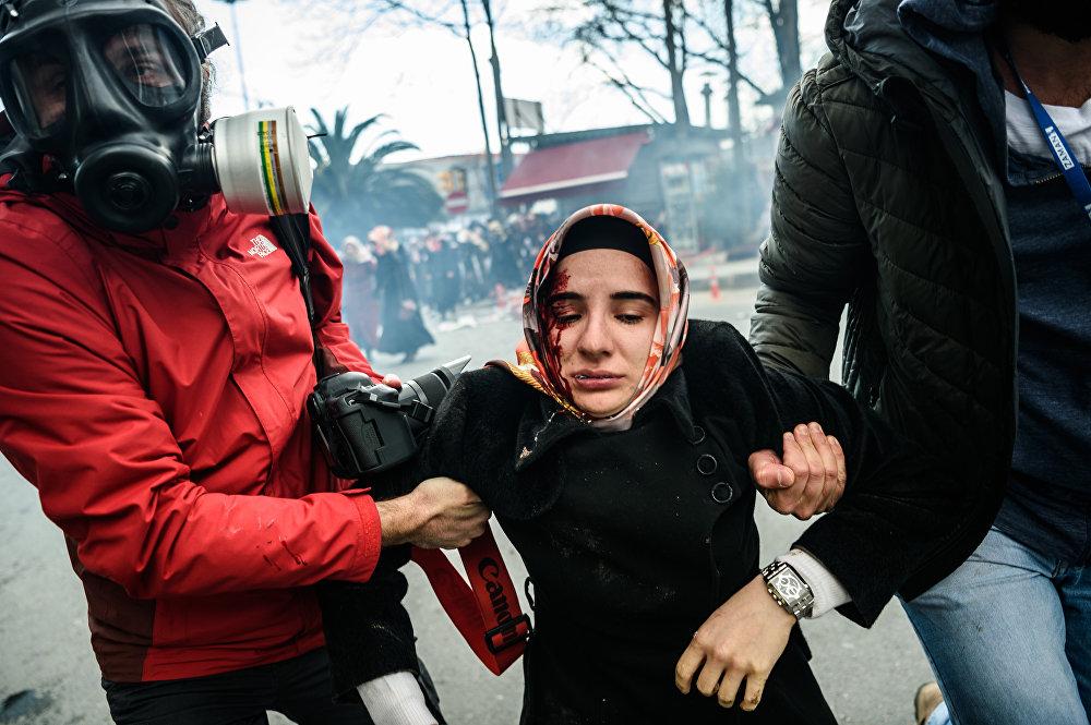 Штурм полицейскими независимой газеты Zaman в Стамбуле