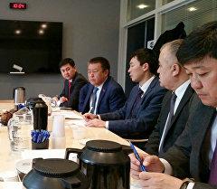 Делегация ЖК во главе с лидером коалиции Чыныбаем Турсунбековым встретилась в Копенгагене с заместителем главы департамента Министерства иностранных дел Дании по вопросам Европейского соседства Алланом Кристенсен и рядом других чиновников.