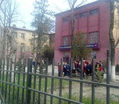 Бишкектеги №42 орто мектепте бомба издөө иштери