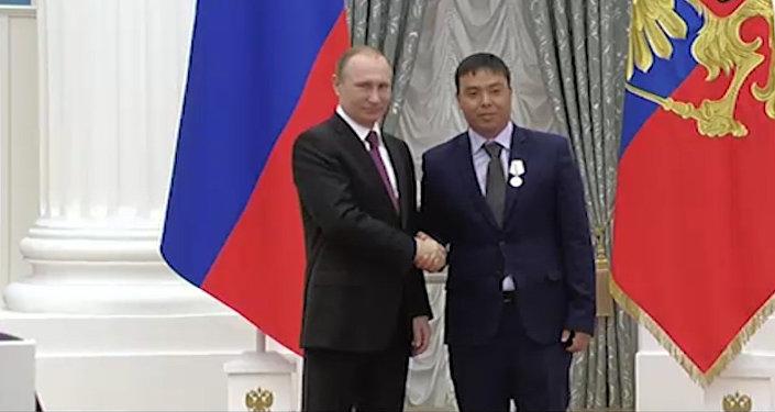 Награжденный медалью Исаев поблагодарил Путина за высокую оценку