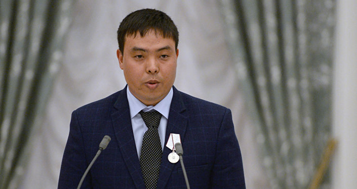 Гражданин Кыргызстана Марат Исаев, спасший упавшую на рельсы москвичку от наезда поезда