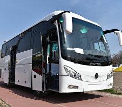 Переданный автобус марки Foton Госагентству по делам молодежи, физической культуры и спорта и Федерации футбола КР.