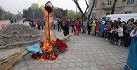 Сжигание чучела, пляски и песни — празднование Масленицы в Бишкеке