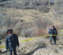 Сотрудники милиции, где предположительно нашли останки мамонта в Ак-Суйском районе Иссык-Кульской области