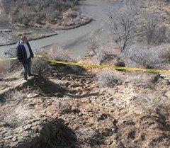 Оцепленное место, где предположительно нашли останки мамонта в Ак-Суйском районе Иссык-Кульской области. Архивное фото