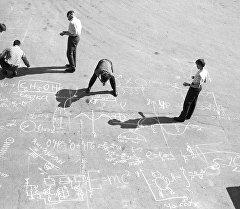 Разрисовка бетона. Архивное фото