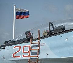 Истребитель Воздушно-космических сил РФ СУ-30 СМ готовится к вылету с авиабазы Хмеймим в сирийской провинции Латакия. Архивное фото