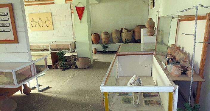 Сейчас он хранится в музее средней школы имени Мейлибека Орозбекова села Кызыл-Адыр.