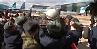 Вернувшихся из Сирии летчиков встречали хлебом-солью и качали на руках