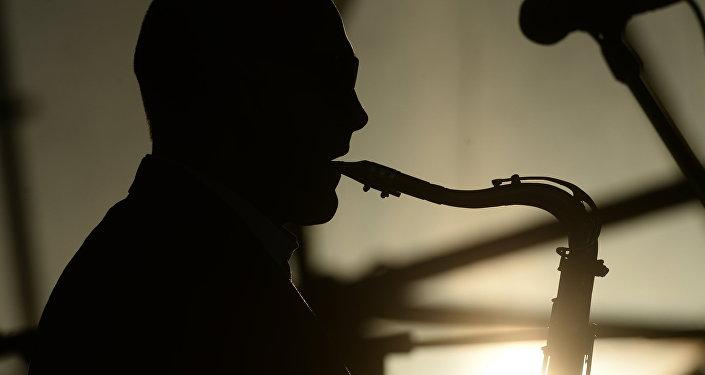 Саксофонист. Архив