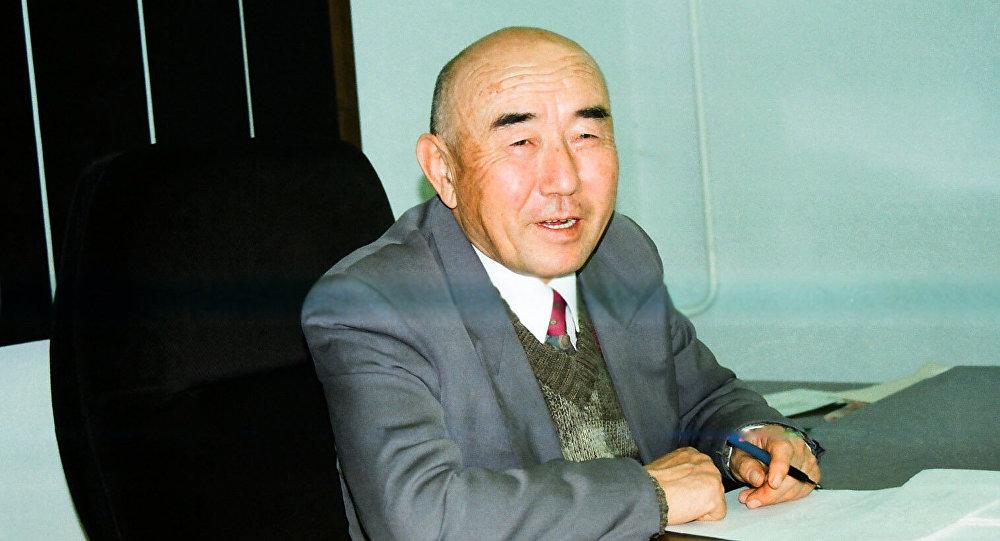 Кыргыздын көрүнүктүү адабиятчысы Салижан Жигитов. Архивдик сүрөт