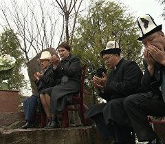 Президент Атамбаев Боспиек айылына барып Аксы окуясында курман болгонд