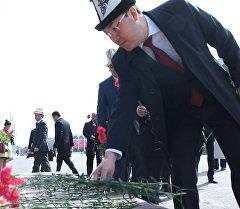 Члены кабмина возложили цветы в память о жертвах аксыйских событий