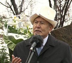 Президент Алмазбек Атамбаев бабалары түштүктөн Чүйгө келгени жөнүндө айтып берди