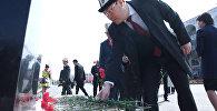 Темир Сариев баштаган өкмөт мүчөлөрү Аксы окуясында курман болгондорду